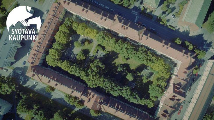 Korttelipiha voi olla vehreä keidas jopa keskellä kivistä kantakaupunkia.