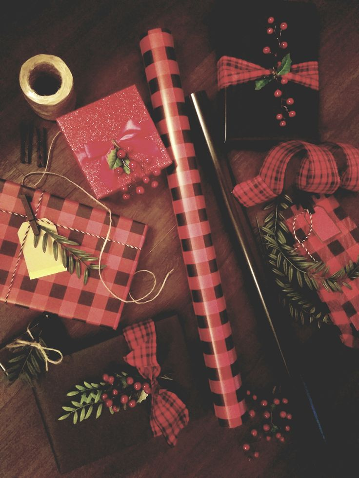 Red and Black Christmas Presents Wrap