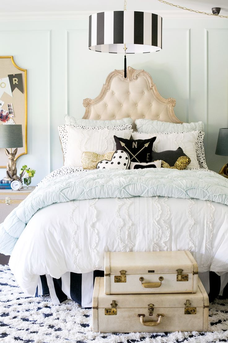 Design experts Emily Current & Meritt Elliott made over Jessica Alba's  daughters' bedrooms with our PBteen collection! Learn how to mix & match  pattern.