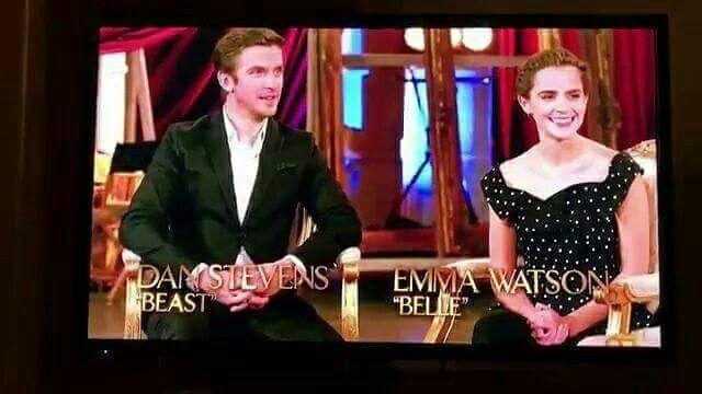 """🌹NEWS🌹  Rowan Blanchard del telefilm """"Girl Meets World"""" ha intervistato Emma e Dan Stevens per Disney Channel a proposito di La Bella e la Bestia. La breve intervista contiene nuove scene dal film e uno sneak peek dedicato agli abitanti del castello. Potete vedere tutto (in LQ per adesso) ai link qua sotto:  Promo ➯ https://twitter.com/batbmovienews/status/832746873928577025 Intervista ➯ https://youtu.be/OE4cJ43mqqs Sneak-peek ➯ https://youtu.be/8qMJgtlcBW4  🌹 #StiaConNoi 🌹  Crediti…"""