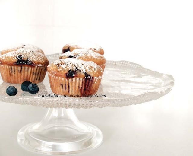 Muffin al limone, mandorle e mirtilli
