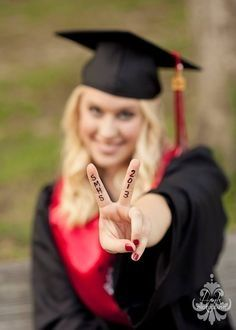 Cute, Unique, Personalized an Fun Senior Picture Ideas and Poses. 2014. 2015. Senior Portraits. Senior class. Cap and Gown.