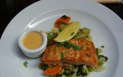 Pesce persico gratinato al forno - Prepara uno squisito secondo piatto di pesce con un procedimento facile ed ingredienti leggeri, per una ricetta light gustosa.