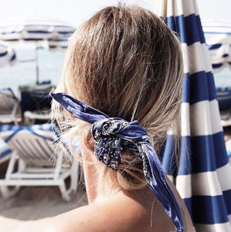 Mood do dia, direto de Cannes: coque baixo preso com uma bandana, mega charmoso!