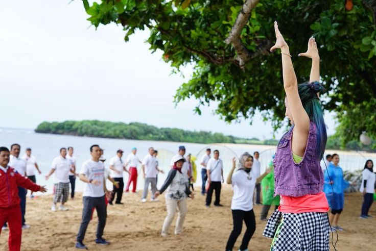 We #ThrowbackThursday morning Zumba time during Kimia Farma event  #tbt Picture by Felicia Ailien