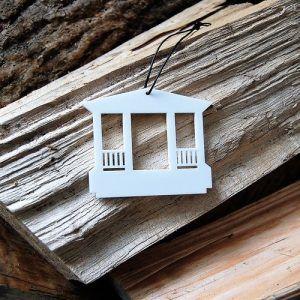 christinero-christiansfeld-hvid-cities-ryborg-urban-design-ornament-ophæng-jul-bolig-indretning-denmark-dekoration-souvenir-akryl-dab-boern-gave-bornevarelse-moderne-nordisk-historie-kultur-eventyr