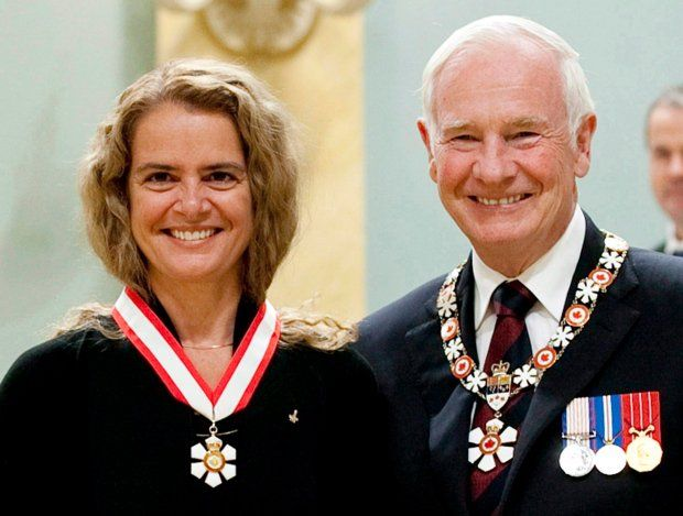 "Chris Hadfield on Twitter: ""Felicitations Julie Payette, thank-you David Johnston. A lifetime of hard work & service to country, fine examples to us all @GGJuliePayette https://t.co/KuHPy1abFv"""