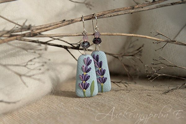 Dangle earrings lavande - polymère argile bijoux Boucles d'oreilles - Boucles d'oreilles florales de fleurs lilas - boucles d'oreilles bleu ciel - - été par AleksPolymer sur Etsy https://www.etsy.com/fr/listing/250314941/dangle-earrings-lavande-polymere-argile