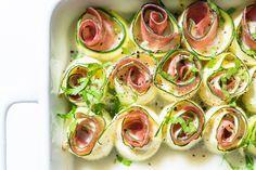 Simple und doch so lecker! Mozzarella-Schinken-Röllchen. Perfekt für jede Party, zum Grillen oder als abendlicher Snack. Low Carb natürlich!