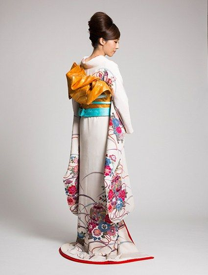 Japanese Wedding Kimono by Watabe Wedding (Uchikake Kimono)