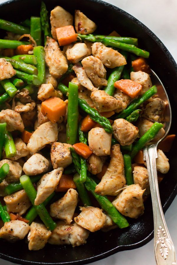Asparagus Sweet Potato Chicken Skillet - This homemade one-pot chicken skillet recipe is made with asparagus and sweet potato. This is a gluten-free, paleo and easy to make meal for your busy weeknight dinner.
