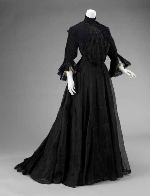 Dull surfaced black fabrics such as crape, plain bombazine, paramatta, merino wool and cashmere were also favoured and used depending on income. mourning dress | Tumblr