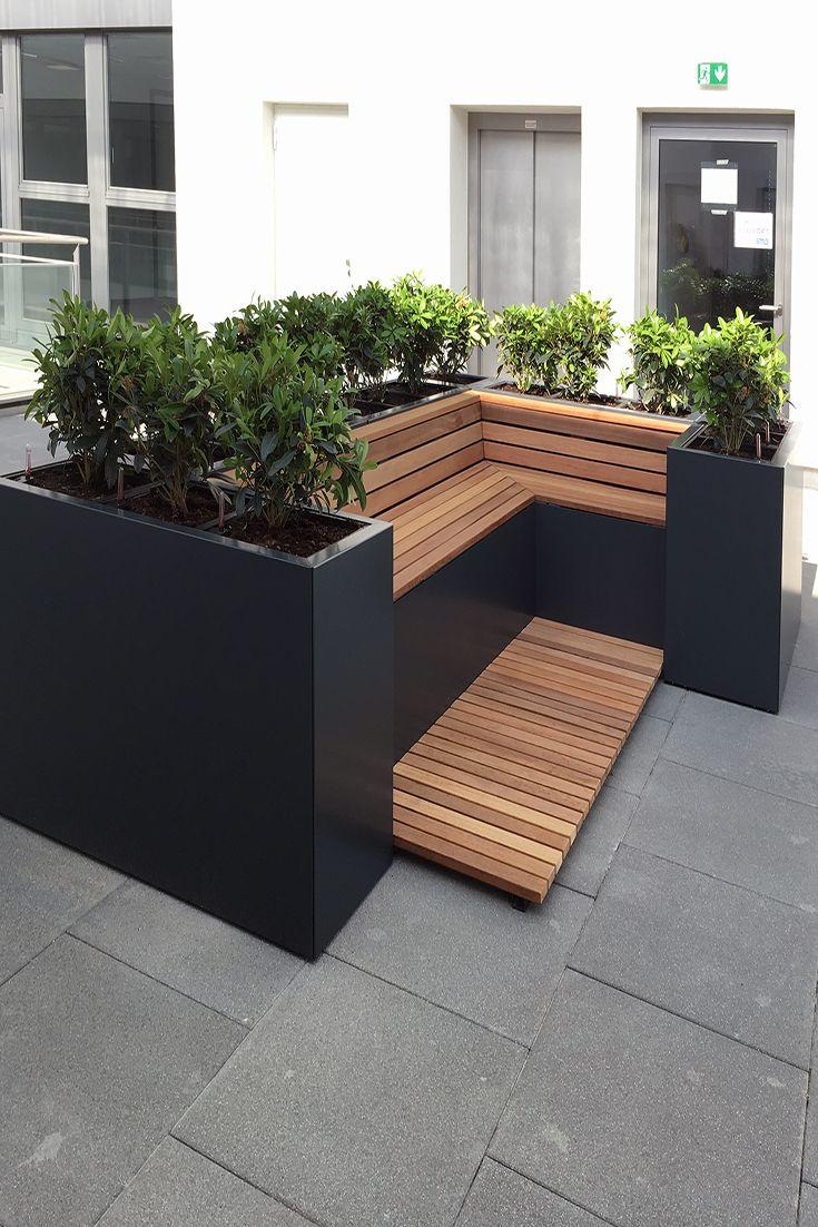 Hochbeet Mit Beasserunfssystem Und Holzsitzauflage Gartengestaltung Ideen Landschaftsbau Garten Landschaftsbau