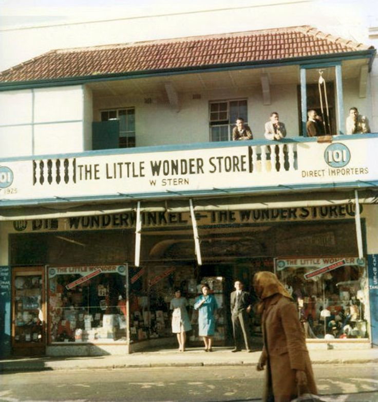 https://flic.kr/p/xHoZem | The Little Wonder Store,Hanover street, c1969.