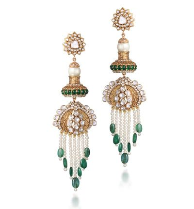 emerald and gold earrings , emerald drop earrings , chandelier earrings , unique earrings for mehendi , unique bridal earrings, bridesmaid