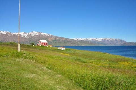#islandia es el destino ideal para fans de la naturaleza y el senderismo. En esta casa de veraneo en Hrisey (norte de Islandia) encontrarás todo lo que estás buscando para unas #vacaciones tranquilas. ¡Y a coste cero!