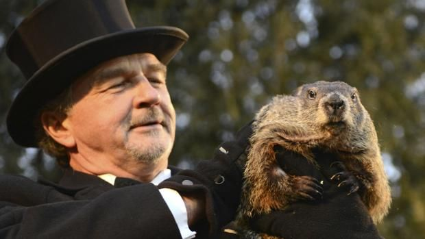 La historia que no cuentan sobre Phil, la marmota que «adivina el futuro» Durante el día de hoy, 2 de febrero, y como ya ha ocurrido en 130 ocasiones anteriores, la humanidad volverá a celebrar el inútil pero tradicional ... http://sientemendoza.com/2017/02/02/la-historia-que-no-cuentan-sobre-phil-la-marmota-que-adivina-el-futuro/