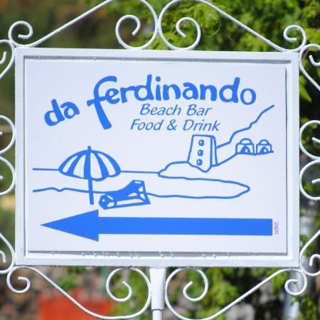 Da Ferdinando Beach Bar On Fornillo Beach - Also sell lounge chairs and bring drinks