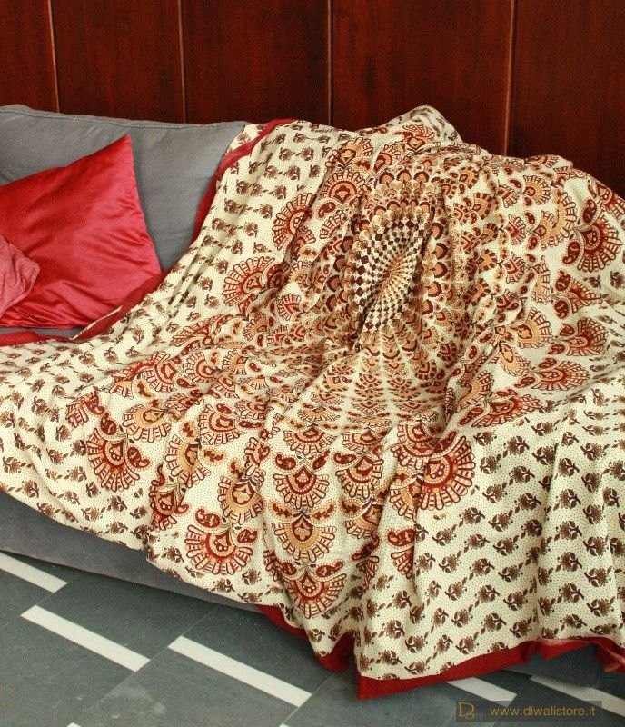 Divano etnico indiano idee per il design della casa for Telo copridivano ikea