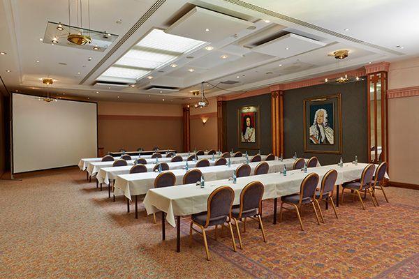 Eines der Konferenz- & Seminarräume / One of the conference and seminar rooms   H4 Hotel Hannover Messe