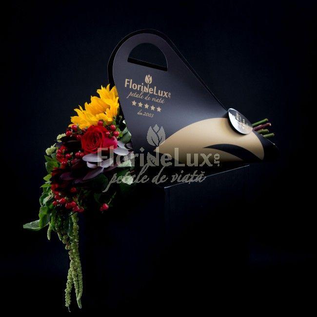 Buchet elegant in suport unic in Romania! Alege acum cele mai frumoase si luxuriante buchete de flori, cadouri speciale pentru zeita ta!