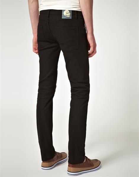 Черные узкие джинсы фото