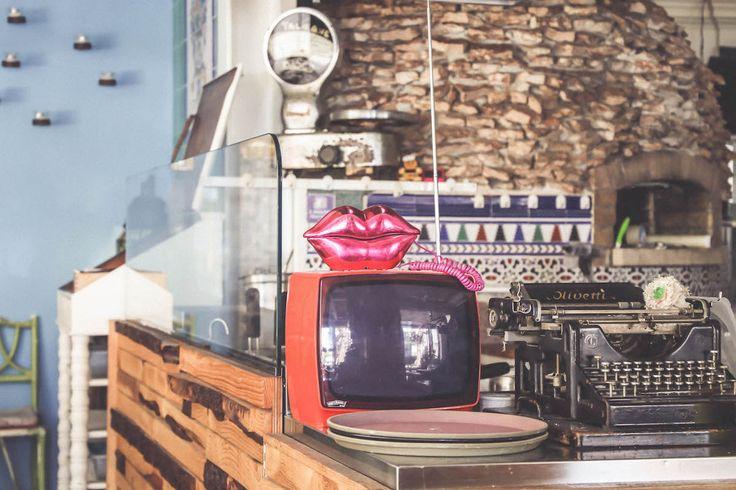 vintage old stuff Magazzino delle Scope restaurant tv