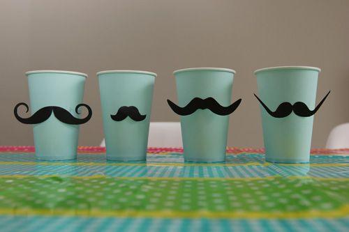 anniversaire-verres-moustache-DIY-enfant-décoration