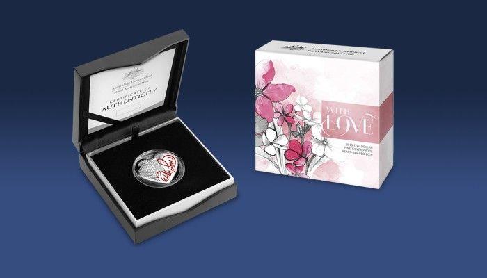 Stříbrná mince ve tvaru srdce s balením