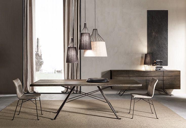 ARTÙ table with distressed iron frame and charcoal-timber look solid oak wood top. GINEVRA chair with distressed iron frame and eco-nubuck padding in sand colour. ARTÙ charcoal-timber look oak wood sideboard, distressed iron feet. SOFIA lamp with Capri linen lampshade in tobacco colour.  #furnishing #design #livingroom