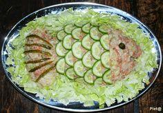 Ingrediënten:     Aardappelen (vastkokend), gekookt ( 2 kg  per 3 à 4 personen)  Pot augurken  Klein uitje, gesnipperd  Pot zilveruit...