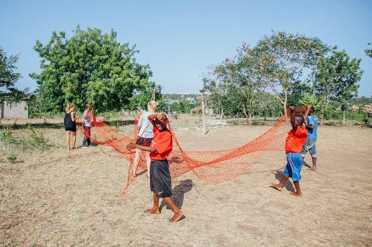 Community sport volunteering i Tanzania. http://www.artintanzania.org/en/internships-in-tanzania-africa/types-of-projects/sports-coaching-volunteer-tanzania-africa?utm_content=bufferfdea8&utm_medium=social&utm_source=pinterest.com&utm_campaign=buffer