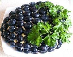 Фото к рецепту: Салат с курицей «Гроздь винограда»
