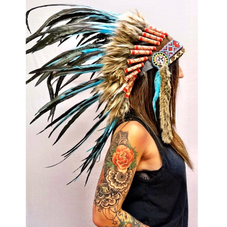 As if an eye-catching piece isn't enough, this Native American Headdress - also known as 'war bonnet' - is handcrafted with a 75cm-long feather trailer on a leather head-base adorned with colorful bea