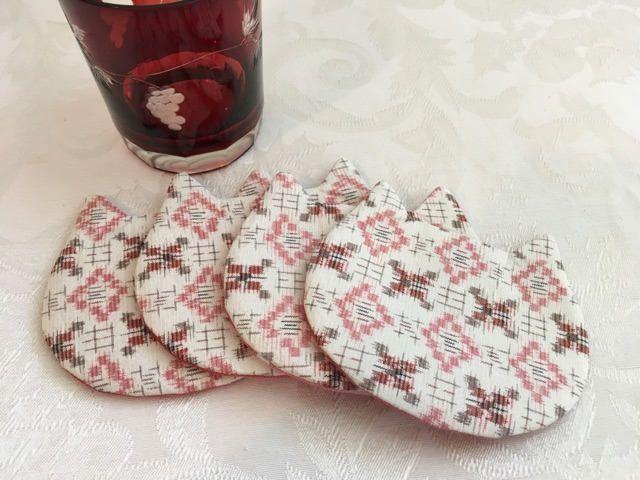Etsy のSet 4 Cat Shape Japanese Silk Chirimen Coaster Cup Mat Drinks Tea Cup Bowl Cushion Pad Kitchen Decor(ショップ名:MayuCraft)
