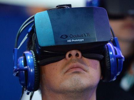 Электронные гаджеты не дают спокойно стать. Ученые считают, что читать электронные книги перед сном вредно  Фото mashable.com