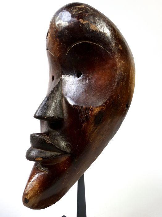 Afrikaans gezichtsmasker van de DAN beschaving in Ivoorkust. - Catawiki