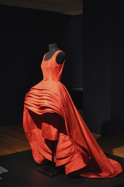 Roberto Capucci, 1956. Nove Gonne (Nine Skirts) side view.