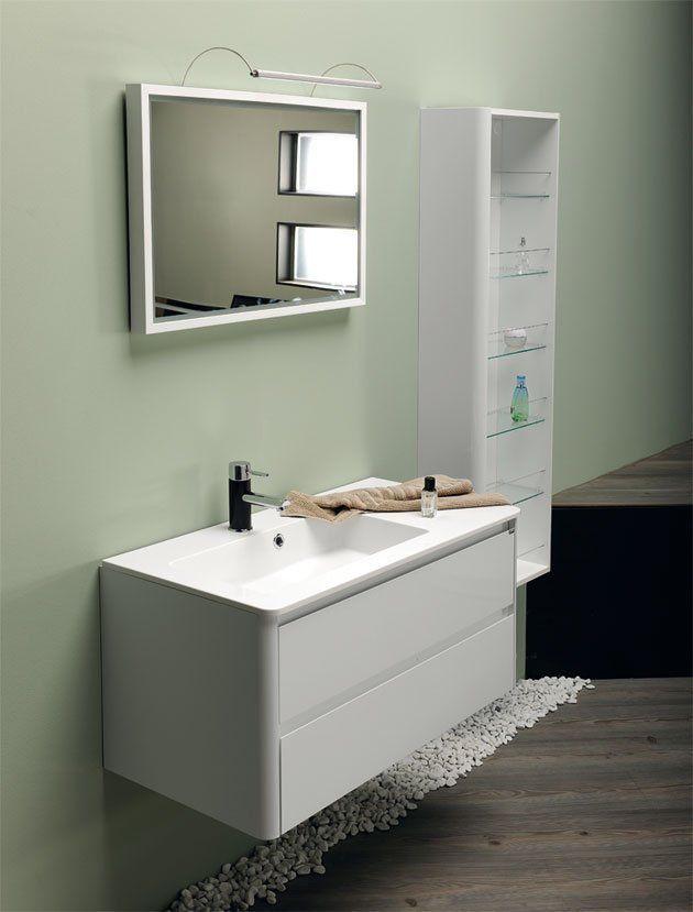 Série LUCIE je krásný, moderní nábytek určený pod hranaté umyvadlo z litého mramoru se zakulacenými rohy, které kopíruje také skříňka. Skříňka má bezúchytkový systém. Sérii vhodně dotváří doplňkové skříňky policové nebo košové a také galerka ve stejném designu.