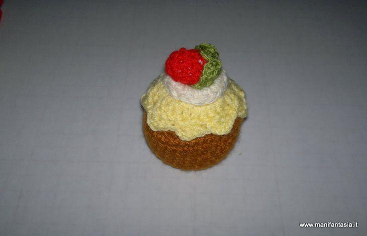 amigurumi tutorial dolcetti alla frutta uncinetto con la tecnica amigurumi si possono fare dei simpatici dolcetti come i cupcake all'uncinetto con il tutorial che vi propongo oggi potete fare cupcake uncinetto alla frutta  materiale occorrente lana giallo paglierino bianca