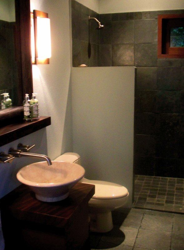 Walk In Showers Without Doors | all the baths had these great walk in showers – no need for doors.