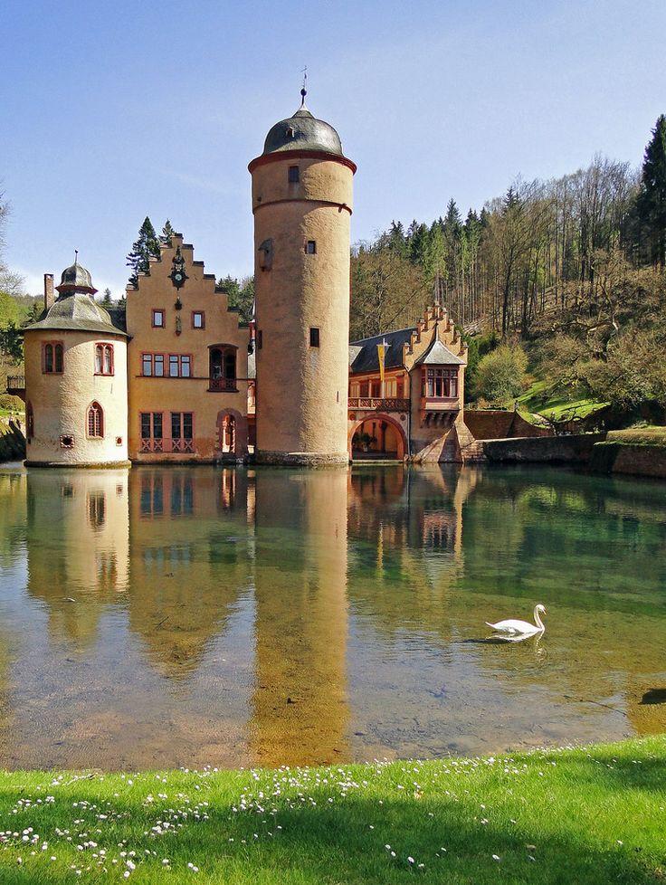 Schloss #Mespelbrunn: near Aschaffenburg #Germany