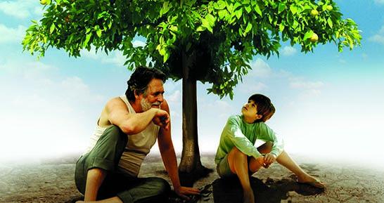 O Diálogos com o Cinema é um programa integrante do projeto Promoção Social de Cinema e consiste na exibição de filmes brasileiros inéditos, seguidos por debates com seus diretores, produtores e atores, em uma relação direta com a plateia