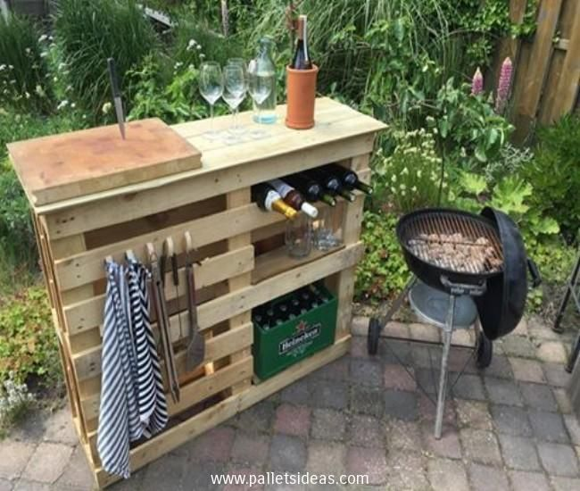 DIY BBQ Side Table with Pallets Wood