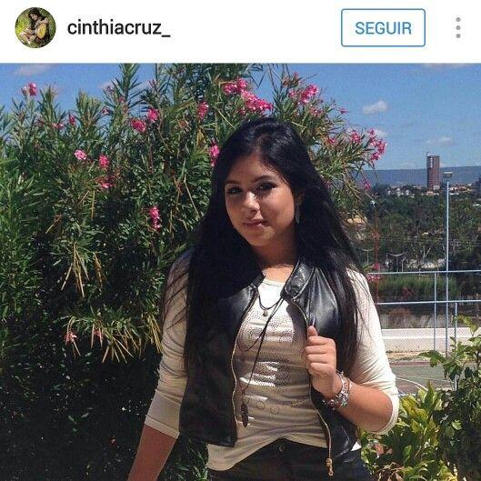 A atriz e chiquitita, Cinthia Cruz, escolheu um look da OU para começar bem a semana!  #oufashion #elausa #detalhes #inverno2016 #teen