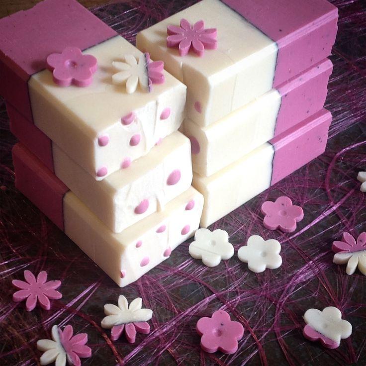 Håndlaget såpe med duft av Rosegeranium