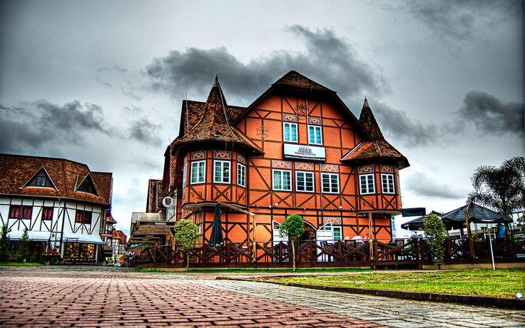 Quer saber mais sobre a história da Oktoberfest de Blumenau? Nós separamos um guia com os 30 anos de histórias da festa pra você. Confira: http://www.guiadaoktober.com/historia-da-oktober/