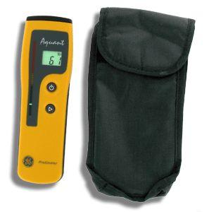 """http://www.termometer.se/Protimeter-Aquant-Fuktindikator.html  Protimeter Aquant, Fuktindikator  Protimeter Aquant fuktmätare används som en scanner för fukt och identifierar snabbt riskområden, t.ex under våtrumsmatta, kakel, gipsvägg och andra byggnadsmaterial.   Protimeter Aquant arbetar efter prinipen att skicka ut ett elektriskt fält vid sensorn. Du mäter först upp en yta där du vet att fuktproblem inte föreligger och noterar """"bör-värdet"""".   Sedan för du över instrumentet över..."""