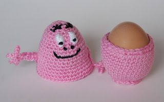 Die is leuk! Een gehaakte babapapa eierwarmer! Gratis patroon mumsboven: Hup, hup, hup...Barbatruc !