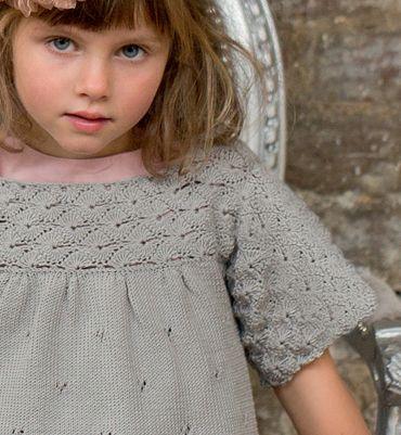 Modèle blouse fille manches au crochet